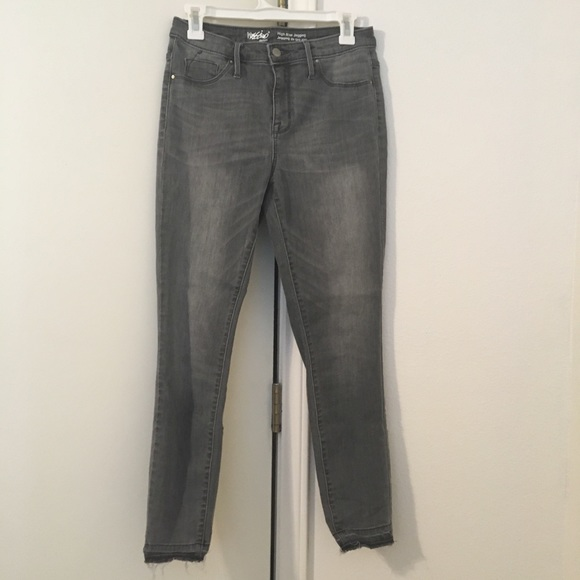 Mossimo Supply Co. Denim - Mossimo High Rise Gray Jeggings 6/28R